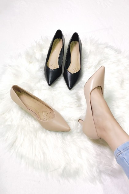 Chixxie V-Cut Pointed Toe Pumps in Beige